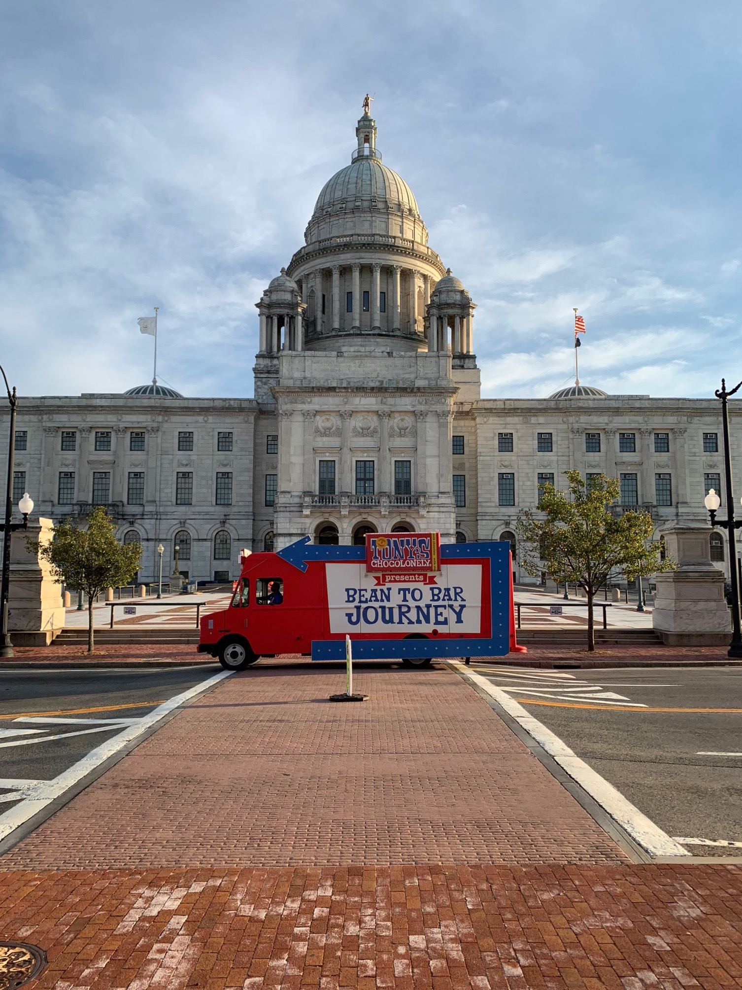"<span title=""Edited"">If you recognize this state house, you might be in Providence, Rhode Island. If you recognize this Chocotruck, you're probably a Tony's choco fan. If you're both, come see the Chocotruck in RI this week! Here's where we'll be:<br /><br />September 25th: URI 2 - 6:30pm<br />September 26th: Honest Green Market 11am - 4pm<br />September 27th: Yale 12 - 8pm<br />September 28th: Waterfire 5 - 11pm<br />September 29th: Brown University 11:30am - 3:30pm</span>"